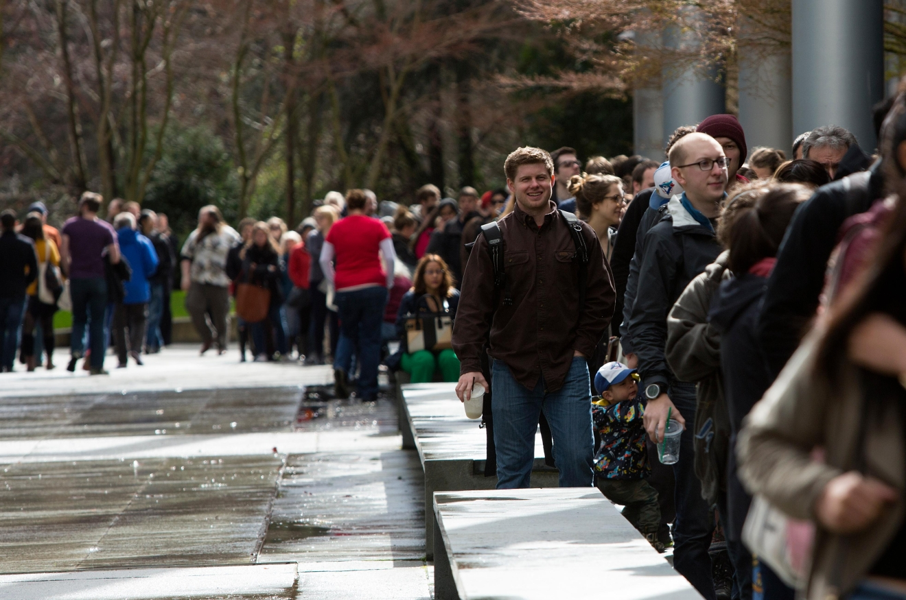 A line stretches around the Seattle Center Exhibition Hall to enter the Big Book Sale 2017, put on by the Friends of The Seattle Public Library. Over 1,000 attendess flooded the doors in the first 45 minutes on Saturday morning. (Sy Bean / Seattle Refined)