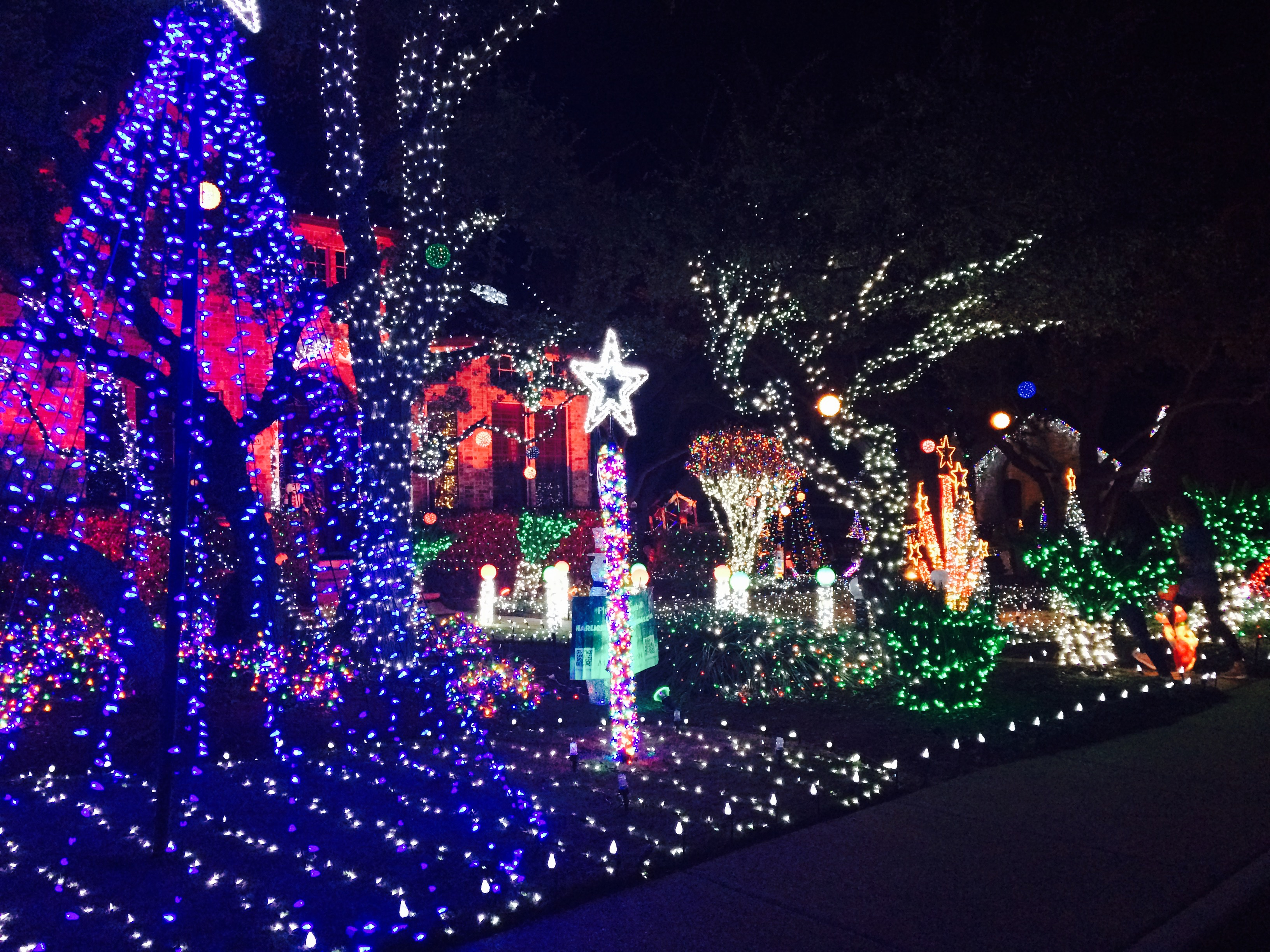 Harlien light display, (KEYE TV)