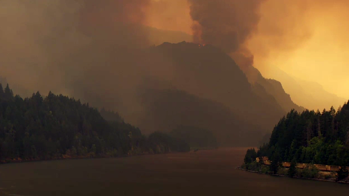 Eagle Creek Fire (KATU News photo)