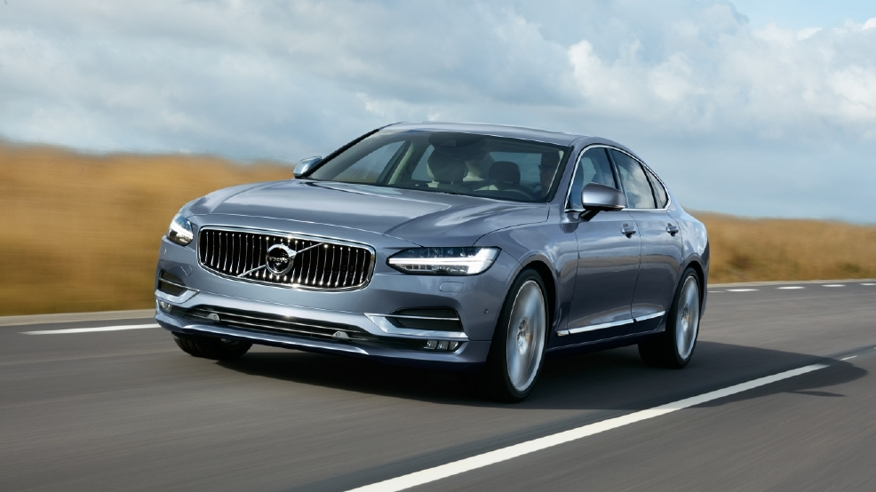 170075_Location_Front_Quarter_Volvo_S90_Mussel_Blue.jpg