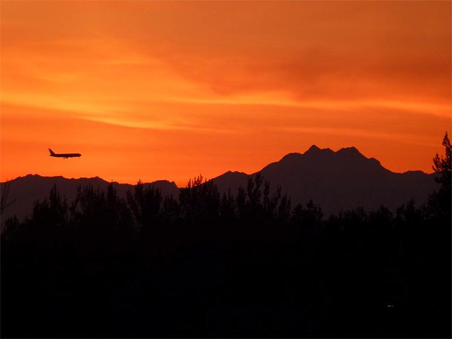 Sunset near Sea-Tac (Photo: Noel Bowman)